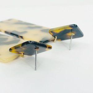 CLOSET REHAB Jewelry - Blond Tortoise Rectangle Acrylic Drop Earrings